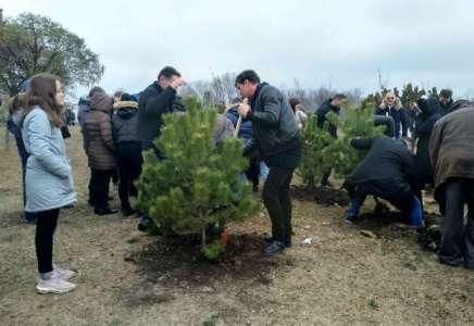 Veliki broj građana svih uzrasta zasadio je svoje drvo u Parku prijateljstva