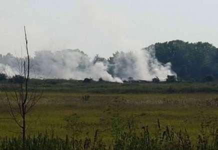 Ugašen požar na deponiji u Kačarevu, Zavod za javno zdravlje meri zagađenje