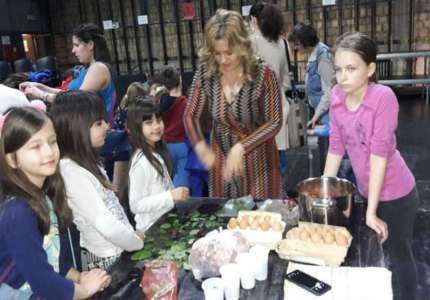 Održana radionica za decu o ukrašavanju uskršnjih jaja tradicionalnim tehnikama