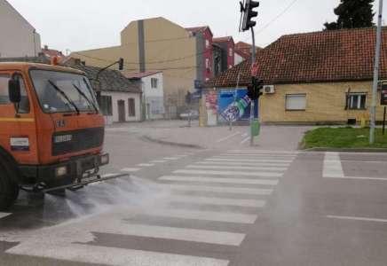 """JKP """"Higijena"""" počela je detaljnu dezinfekciju ulica i trgova u Pančevu"""