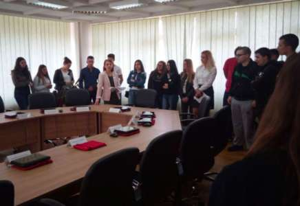 Srednjoškolci obišli Gradsku upravu Pančevo