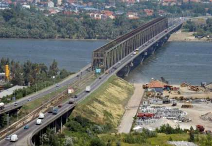 Zatvorena jedna traka za saobraćaj na Pančevačkom mostu