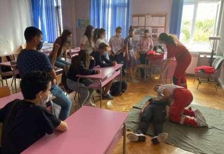 Predavanje đacima osnovnih škola o pružanju prve pomoći