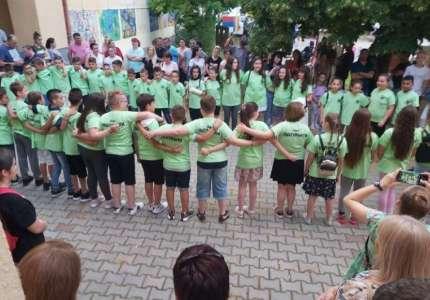 Četvrtaci proslavili kraj školske godine u Dolovu