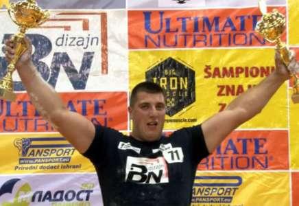 Apsolutni šampion u obaranju ruke Ivan Veselić iz Valjeva (VIDEO)