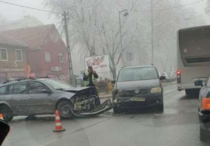 Jedna osoba lakše povređena u saobraćajnoj nesreći kod Pekare
