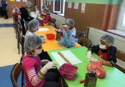 Obeležen Svetski dan jabuke u školi u Ivanovu