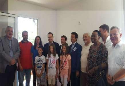 Ministar Dačić uručio ključeve montažne kuće hiljaditom korisniku Regionalnog stambenog programa u Srbiji
