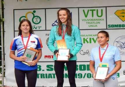 Čak 15 medalja za pančevačke triatlonce