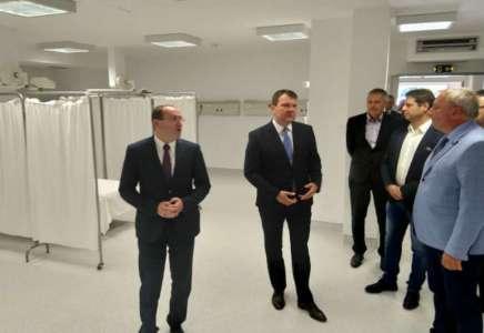 Igor Mirović obišao obnovljenu Opštu bolnicu Pančevo (FOTO)