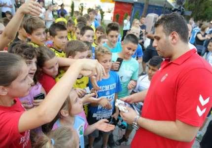Dejan Milosavljev najbolji rukometni golman Evrope posetio rodno Dolovo