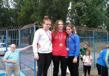 Plivanje: Četiri medalje za Anju Jakimovski
