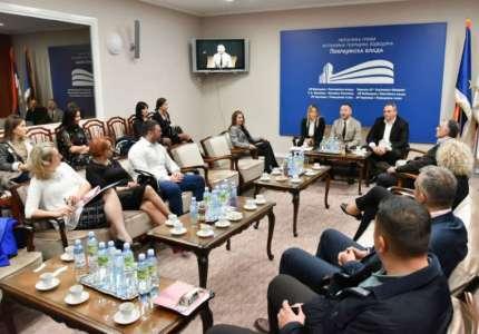 Uručeni ugovori lokalnim samoupravama za programe unapređenja položaja Roma i Romkinja