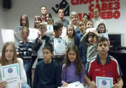 Diplome i nagrade takmičarima na godišnjoj skupštini AK Tamiš