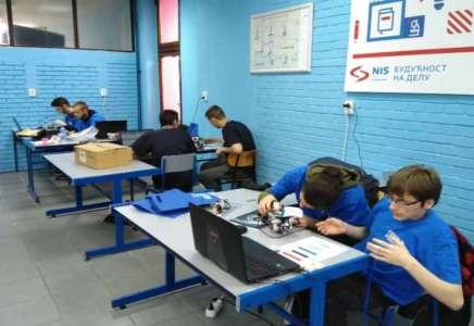 Mašinska škola Pančevo: počelo regionalno takmičenje iz robotike