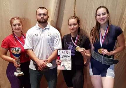 Tri zlatne medalje za takmičarke iz Pančeva na Prvenstvu Srbije u powerliftingu