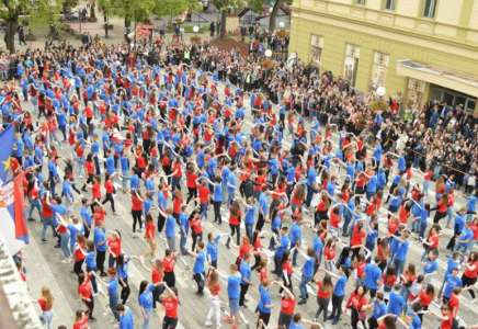Maturanti Pančeva uz ples proslavili kraj srednje škole