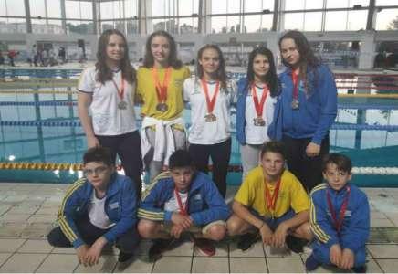 Plivači Dinama osvojili 18 medalja na takmičenju u Beogradu