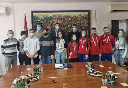 Gradonačelnik organizovao prijem za učenike koji su osvojili medalje na međunarodnim takmičenjima
