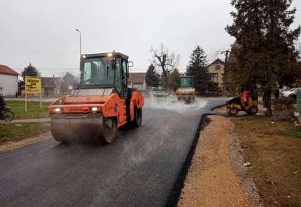 U toku asfaltiranje više ulica u različitim naseljima u Pančevu
