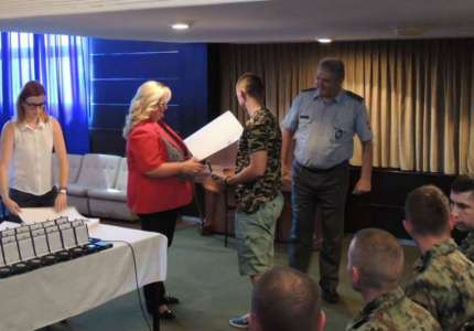 Uručene zahvalnice otadžbine vojnicima koji su dobrovoljno služili vojni rok