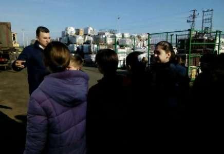 Osnovci obišli preduzeće za reciklažu Božić i sinovi