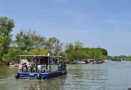 """Turistička organizacija grada Pančeva kupila nove motore za katamaran """"Panuka"""" i proširila turističku ponudu"""