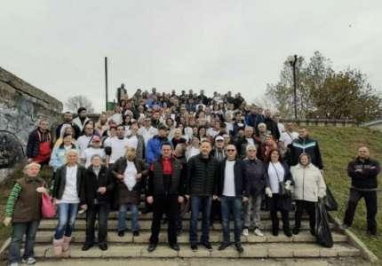 Funkcioneri Srpske napredne stranke čistili tamiški kej