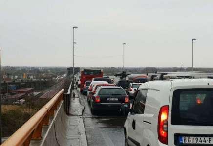 Kolaps u saobraćaju na Pančevačkom mostu (FOTO, VIDEO)