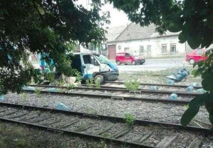 U sudaru kombija i lokomotive u Pančevu povređene dve osobe