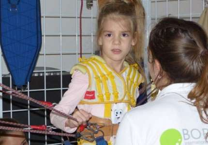 Devojčici Ani Iris iz Pančeva potrebna je naša pomoć da stane na svoje noge