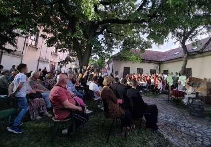 """""""Zaistinska srpska bajka"""" predstavljena u porti Uspenskog hrama u Pančevu"""