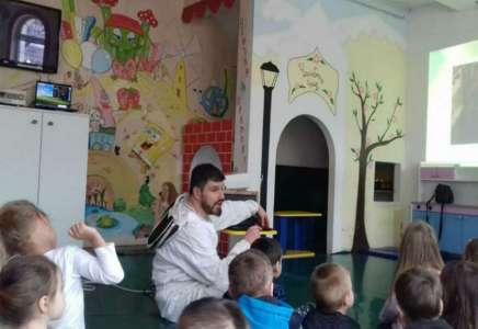 """Pčelari pripremili """"Medni doručak"""" đacima pančevačkih škola"""