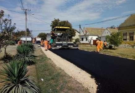 Nastavlja se ulaganje u putnu infrastrukturu: asfaltiranje ulica u Glogonju