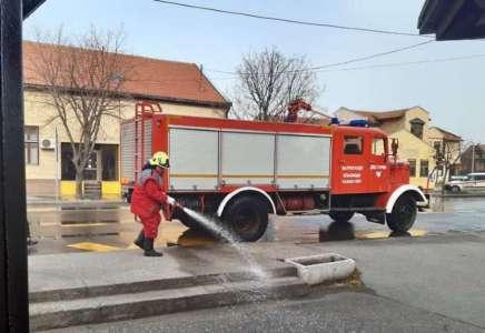 Dezinfekcija ulica u Starčevu