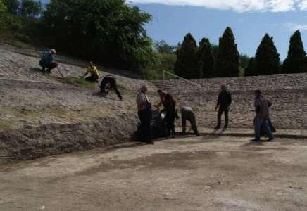 Održana akcija uređenja veštačkog jezera u Kačarevu pred novu sezonu