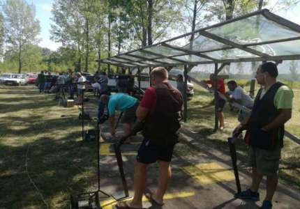 U Omoljici organizovano takmičenje u gađanju glinenih golubova